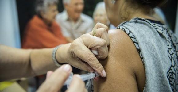 912446-agencia-brasil_dia-d_vacinação-contra-a-gripe_mcam-3